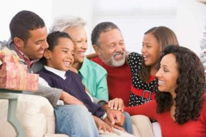 family smiling because they know the symptoms of COVID-19